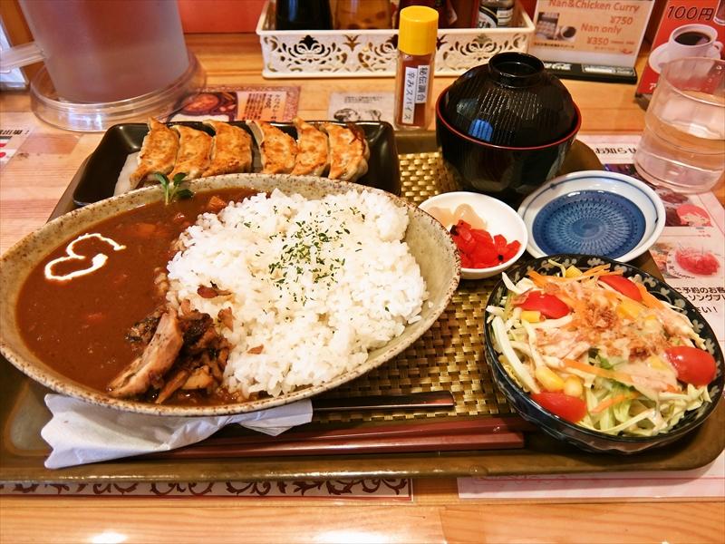 神保町『いわま餃子』餃子&カレーvsマッチョ&ケバブ