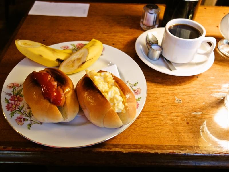 """神田『赤レンガ』モーニングセットの""""ドッグ&コーヒー""""とかどうよ?@純喫茶"""