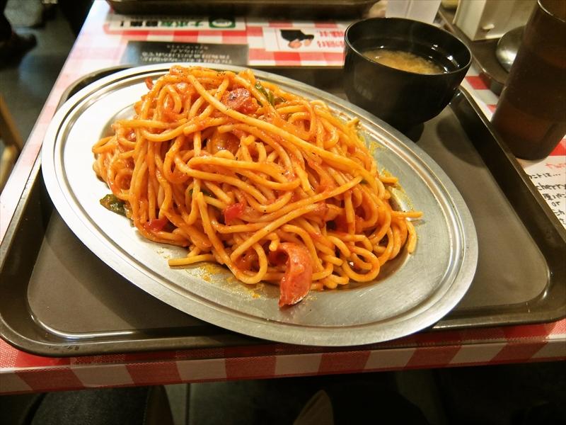 秋葉原『スパゲティーのパンチョ』ナポリタン大盛りまで同一料金なら大盛り一択じゃね?