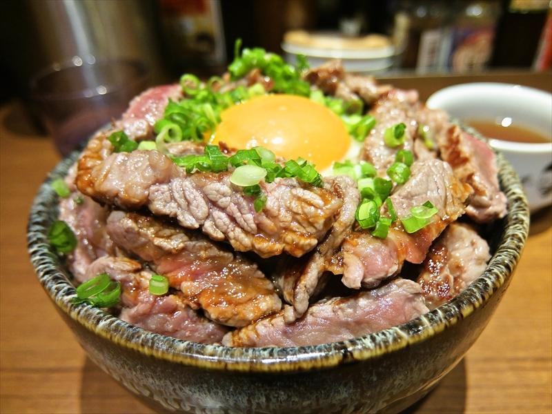 秋葉原『タケル』の特盛丼が肉系ではコスパ最強ですかね?