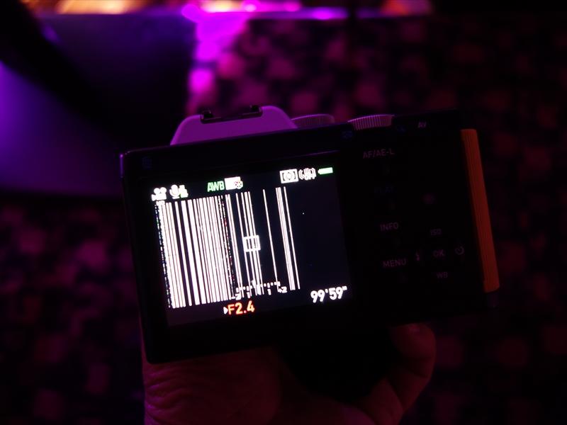 【悲報】俺のデジカメ、クラブのレーザー光線で壊れた模様w