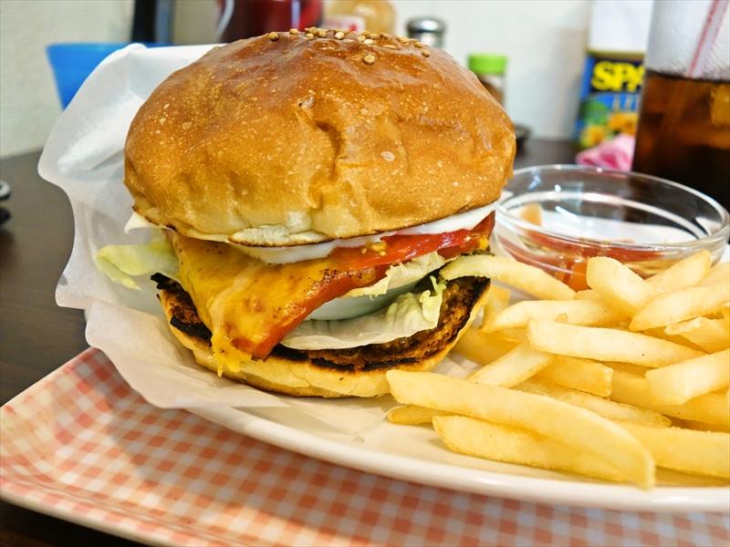 秋葉原『ブレイズ』にハンバーガーがあったので食べてみた@BLAISE