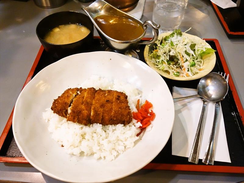 『インアウト』秋葉原ワンコインランチの決定版!@カツカレー食べる