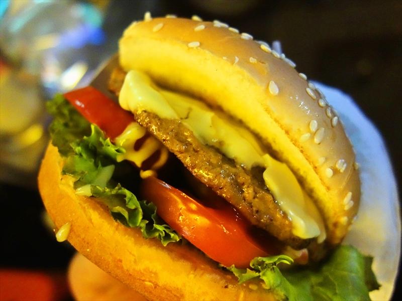 """バンコク『ナナバーガー』でチーズバーガーを食べて""""ナナプラザ""""をスルーする決断"""
