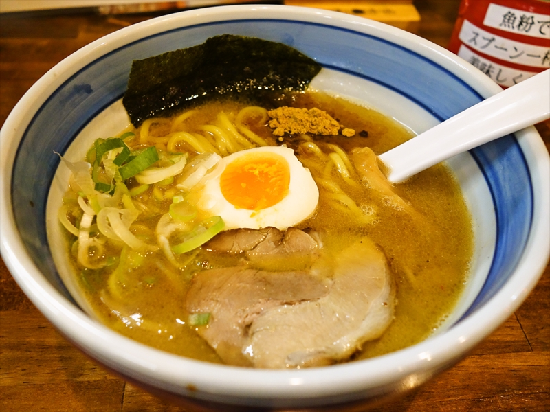 『中華そば麦家』魚介豚骨らーめんを食べてみた@神桜店