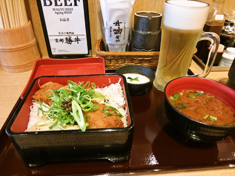『京都勝牛』牛カツを重スタイルで頂きつつ150円で生ビールをエンジョイしてみた@秋葉原