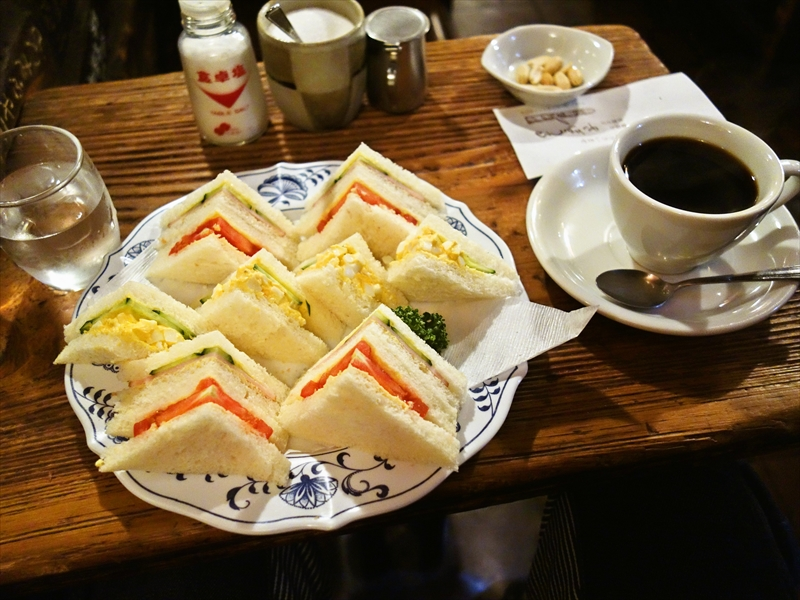 『さぼうる』でモーニングコーヒーとミックスサンド的な何か@神保町の喫茶店