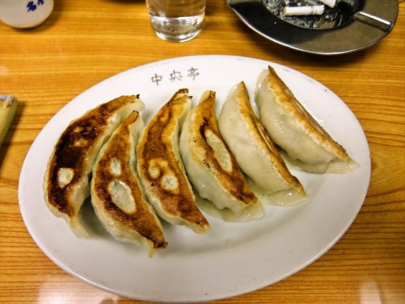 『鶴亀』餃子、モツ煮、ポテトサラダ、焼鳥とハイボールでどうよ?@神田居酒屋