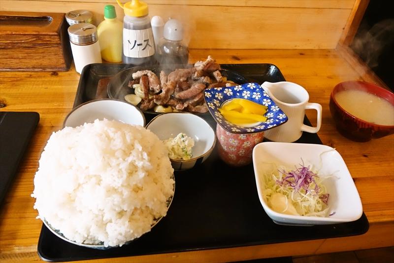"""【デカ盛り】『牛太郎』の""""カットステーキ定食""""は世界一ィィイイイ!!@札幌でランチ"""
