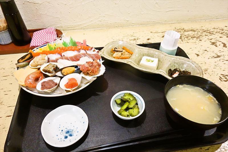 """デカ盛りの店『みゆきちゃん定食』で""""海鮮丼定食""""を食べてみた結果@北海道札幌"""