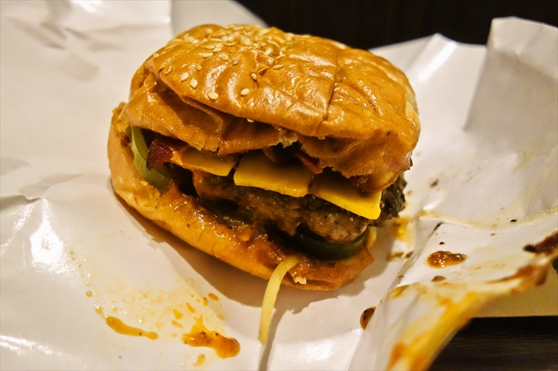BTSナナ駅から徒歩圏内で『ダニエルタイガー』のハンバーガーが食べられる件@タイのバンコク