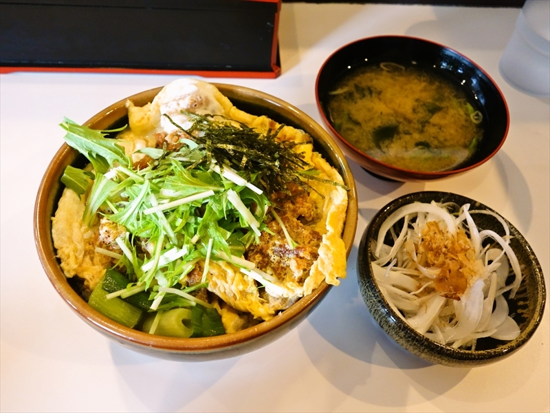 小田原『丼万次郎』の海鮮丼がベストなのでオススメしたい@猪のカツ丼