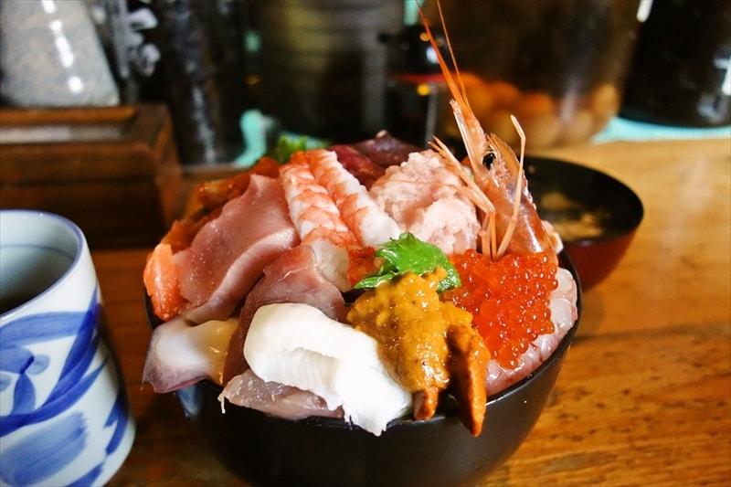 『遊喜や』の海鮮丼大盛り(特上)が、さりげなくデカ盛りな件の是非@麻布大学ら辺
