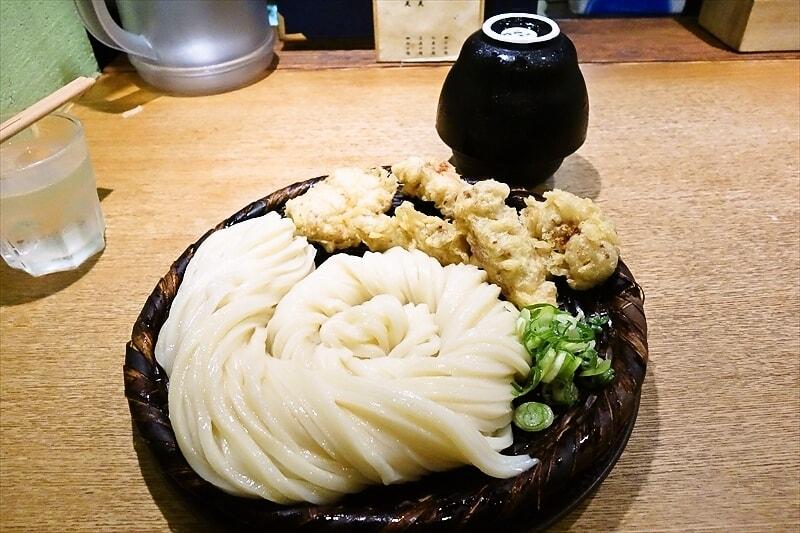 """うどん『慎』の""""かしわ天ざる""""は並ぶ価値ある美味しさでした@新宿駅ら辺"""