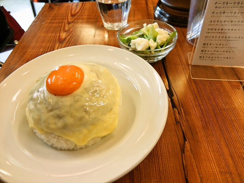 原宿『MOKUBAZA(もくばざ)』人気のチーズキーマカレーがキテる件の是非
