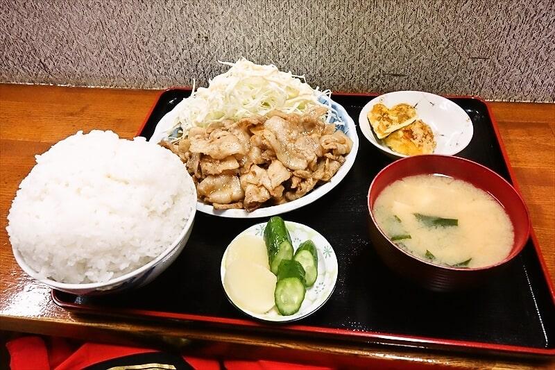 相模原の食事処『奄美』でマンガ盛りな生姜焼き定食を食べてみた