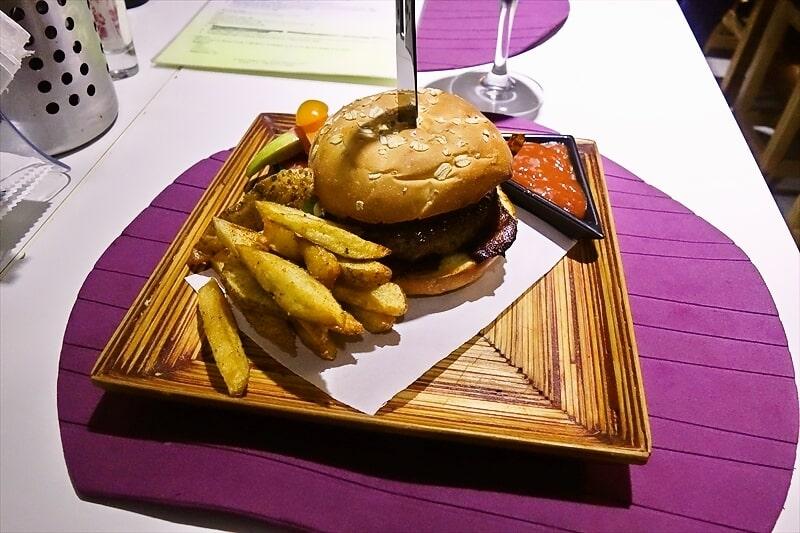 今までに食べたハンバーガーで一番美味しかったのは『Chef Bar』であると!