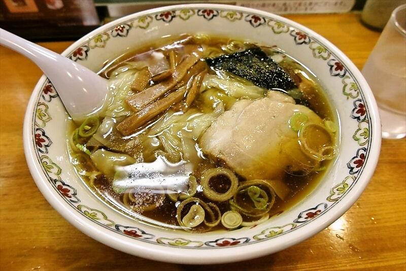 荻窪に行ったので『春木屋』本店でワンタン麺的なラーメンを食べて来た
