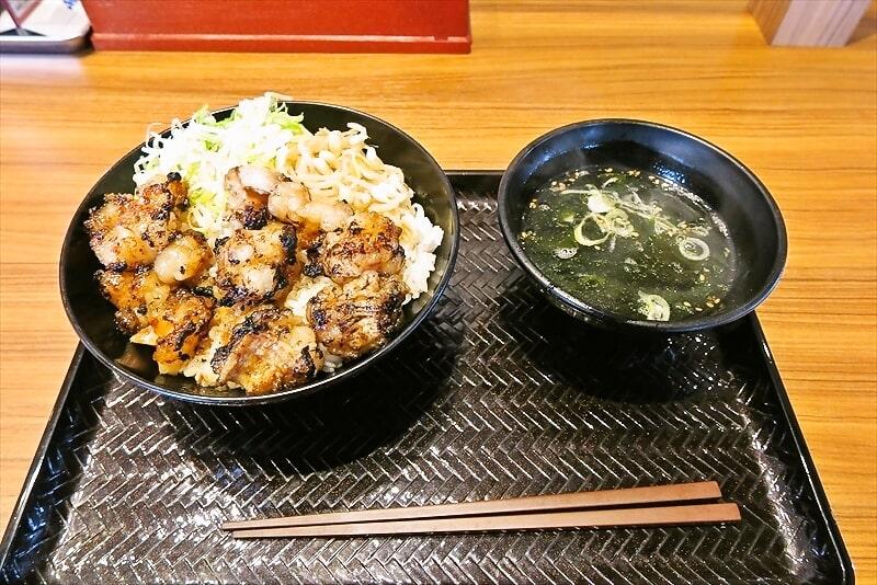 """カルビ丼とスン豆腐専門店『韓丼』なのに""""上てっちゃん丼""""食べる@町田"""