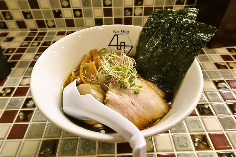 町田の『No40』(40番)で洋風な特製醤油ラーメン【パパパパパイン】