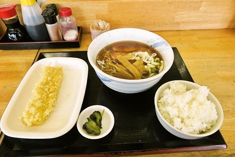 関西風うどんの『まる家』に行ったら煮干しラーメンを食べていた。何を(略
