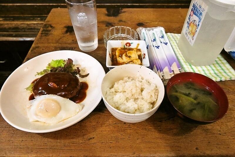 ハンバーグランチ500円、御飯お替わり無料ですってよ奥さん