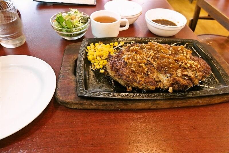 町田『くいしんぼ』デカ盛りメガハンバーグ1㎏を食べた結果