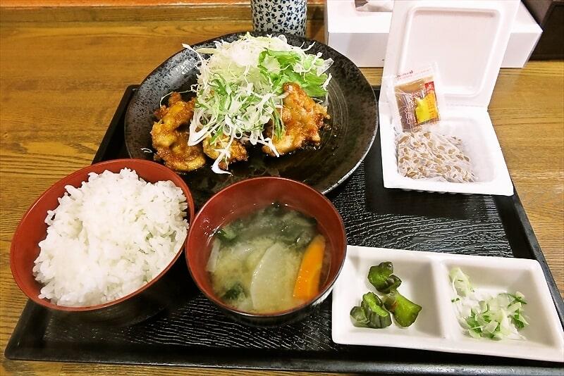 『横浜食堂』A定食(とり料理、納豆、味噌汁)税抜き500円でどうよ?