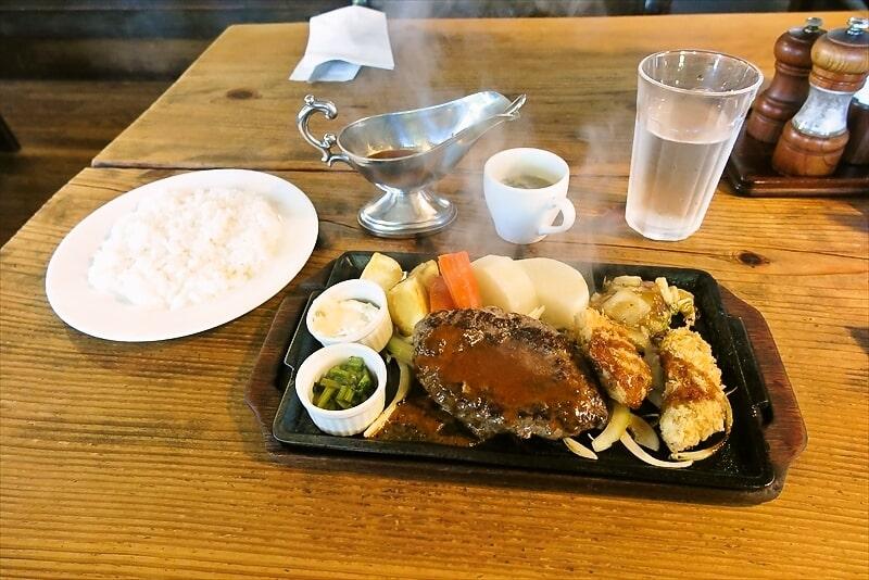 町田『あらかると』炭火で焼いたハンバーグ&牡蠣フライでどうでしょう?
