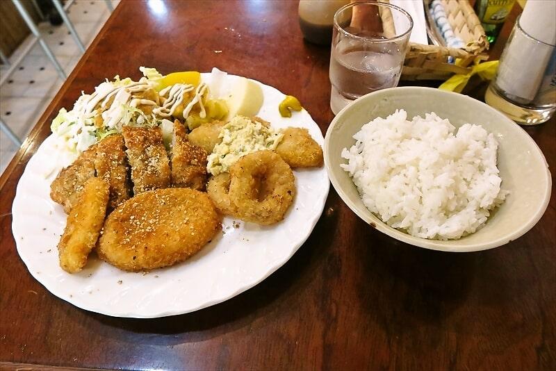 【町田】『ビリーズカフェ』フライ盛り合せ的な定食とか【Billie's Cafe】