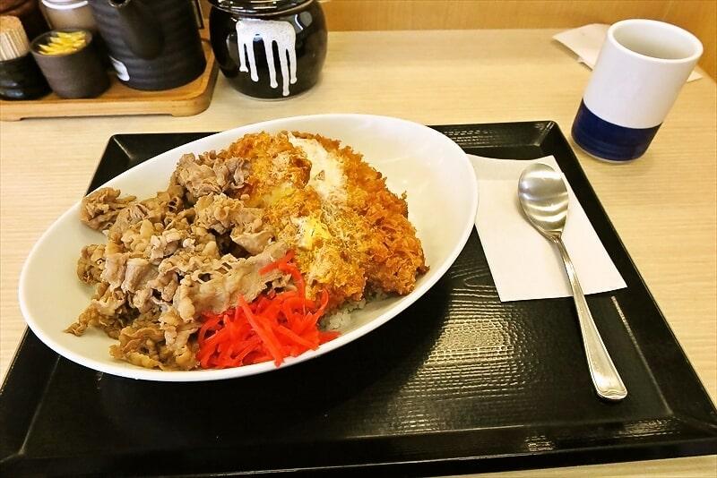 【実食レビュー】『かつや』特盛牛丼カツ丼って最高じゃね?【豚カツ2枚】