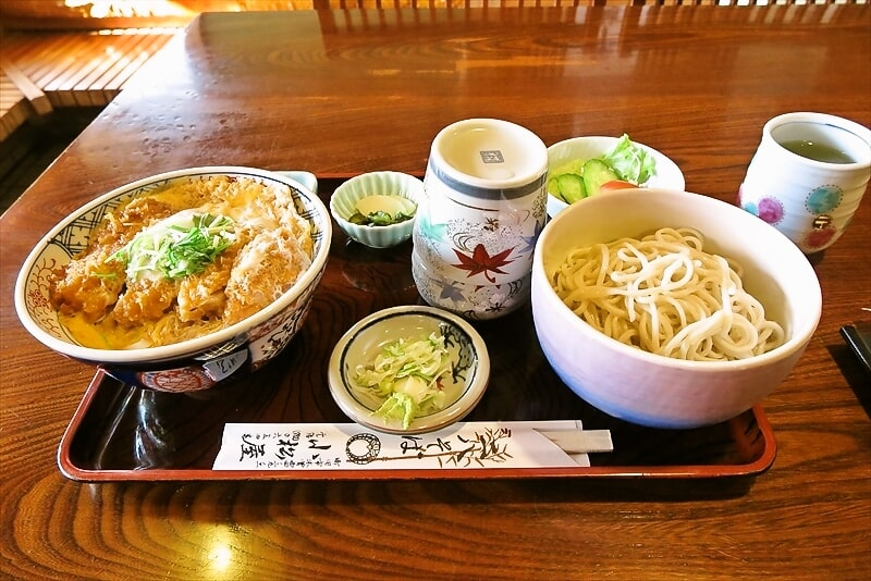 町田『小松屋』カツ丼&蕎麦的なカツ丼セットでどうでしょう?