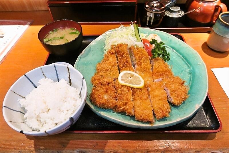 東神奈川『せんのき』ジャンボロースカツ定食的な豚カツが美味しいじゃない