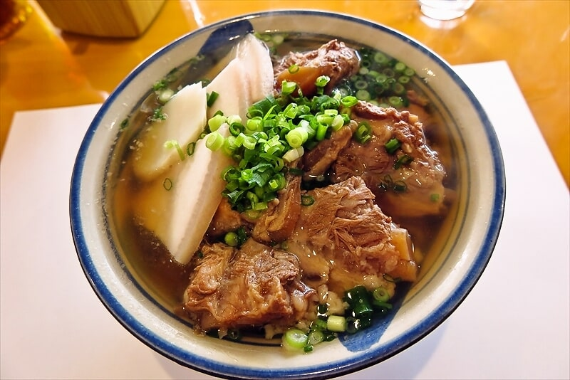 【ソーキ】町田『キッチン肴』ランチ限定の沖縄そば特盛りを食す!【三枚肉】