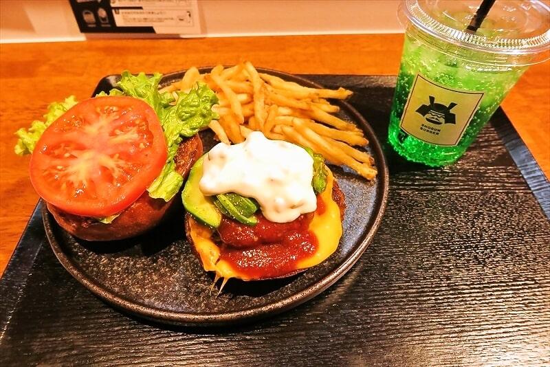 町田『将軍バーガー』チーズバーガーをアボカドトッピングで食す!