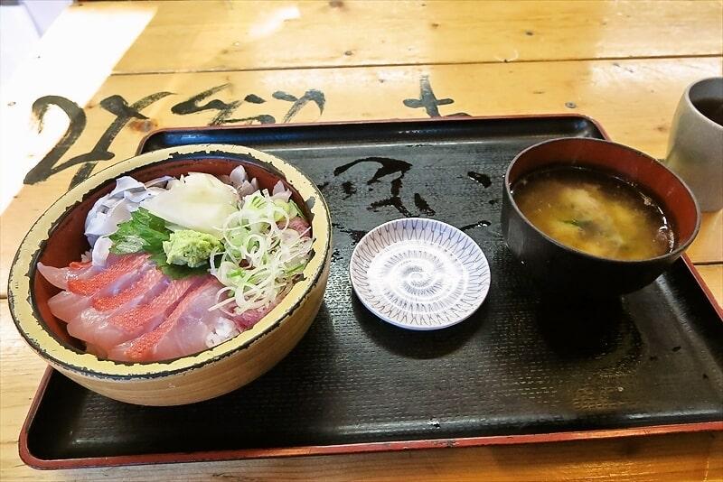 新宿『タカマル鮮魚店本館』金目鯛&太刀魚&ネギトロで金銀丼