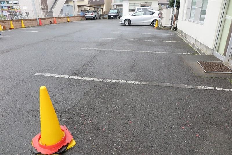 よしの食堂駐車場2