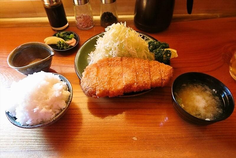 町田『ひろまつ』リブロースかつ定食的な豚カツが美味しい件