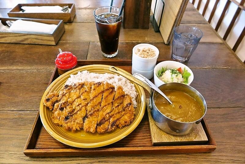 八王子『カキノキテラス』山形米澤豚のカツカレーが美味しい件