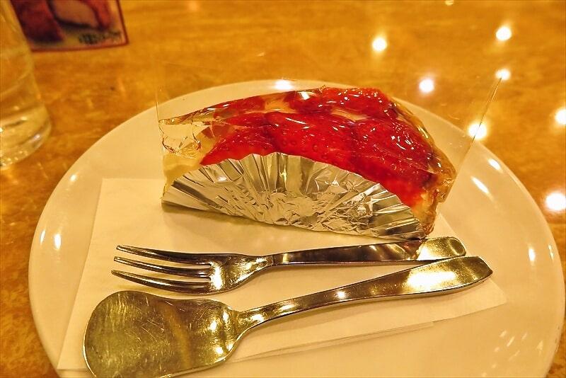 『シュベール』イチゴのチーズパイ&ラフランスティー的な