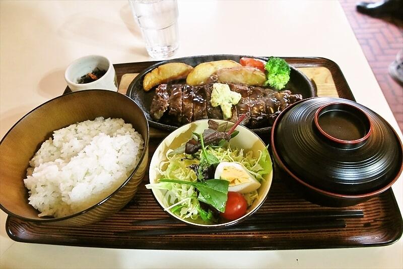 相模原『キッチンたちばな』サーロインステーキ的定食1200円でどうよ?