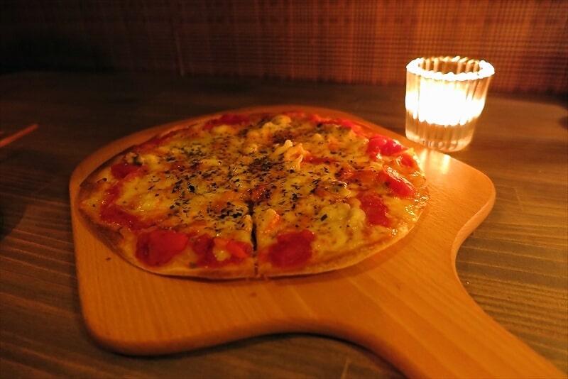 八王子『W』サーモンとクリームチーズのトースト&ピザ
