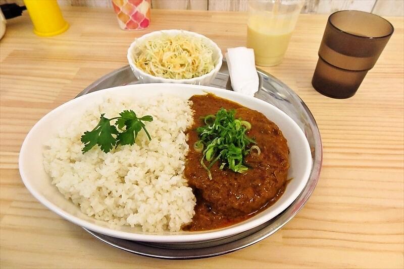 『アジアンカフェ ボンボン』ボンバーグカレー500円は必食である!