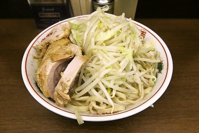 『ラーメン二郎 横浜関内店』並び方とか小ラーメンの麺量とかコールとか