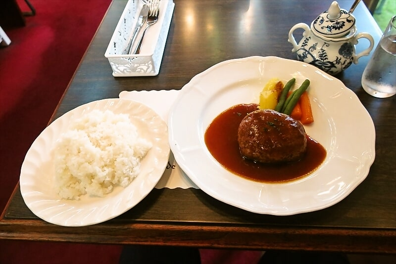 横浜の老舗喫茶店『コーヒーの大学院』でランチのハンバーグなど
