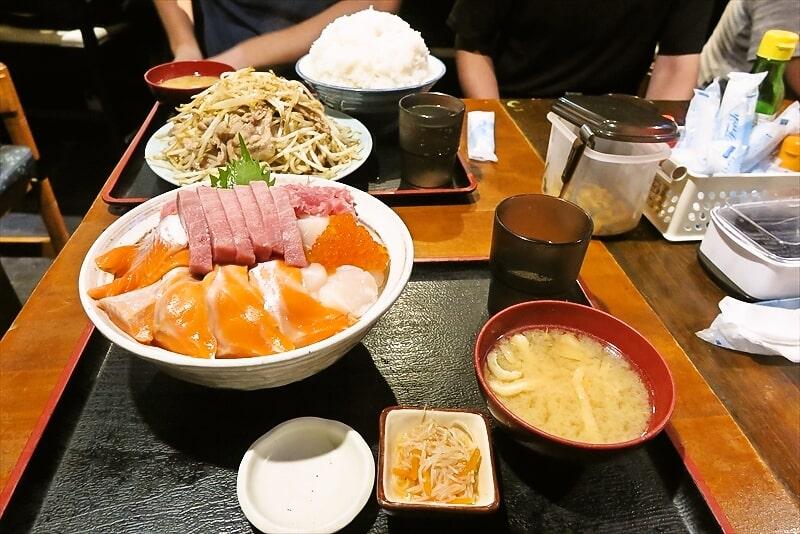 デカ盛りの聖地『お食事処 上州屋』で4色丼W的な海鮮丼を食す!@チーム歩夢