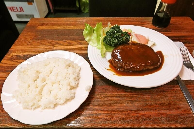 横浜『キャビン』老舗喫茶店でハンバーグステーキ的なランチなど