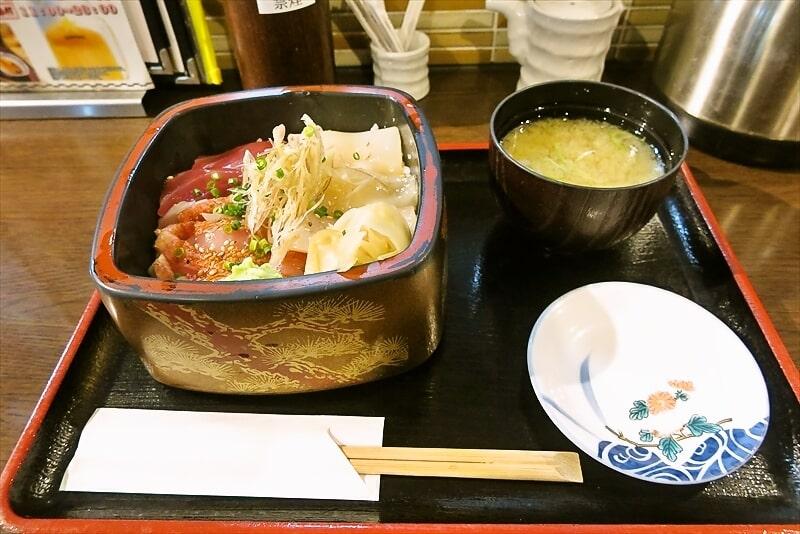 桜木町『寿司処 かぐら』まぐろ金目鯛イカの三色丼550円ですと?@横浜