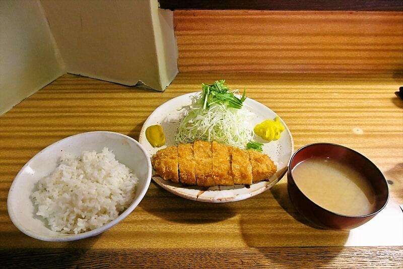 町田『とんかつ 朱鞠』ランチにロースカツ定食を食べる時