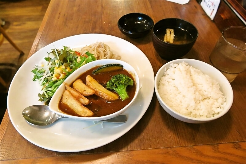 日吉『洋食 とらひげ』カレー煮込みハンバーグ的なランチを食す!
